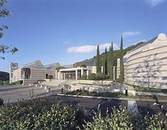 Skirball Cultural Center, Los Angeles, California, designed by Moshe Safdie.