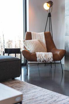 FAUTEUIL MARYLIE - CUIR VEGAN - CU621 - TABLE D'APPOINT BYRON - LAMPE SULLY - TAPIS FERRON  #surmesure #lusine #fauteuil #marylie #cu621 #lampe #sully #tapis #ferron