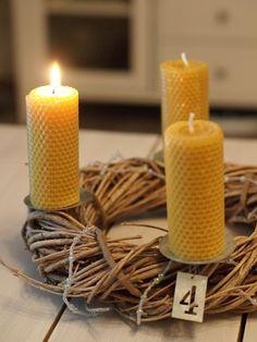 mehiläisvahasta valmistettu kynttilä, adventtikynttelikkö, candle, christmas