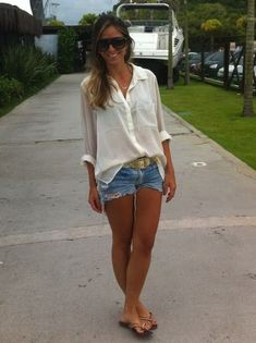 Shorts & blouse hhhhhhhhh simple but cool roupa para churrasco, shorts de renda, roupa Look Short Jeans, Look Con Short, Jean Short Outfits, Jeans For Short Women, Pants For Women, Jeans Women, Denim Shorts Outfit, Summer Shorts Outfits, Spring Outfits