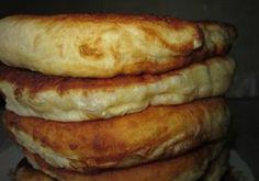 Ha ezt a receptet megismered, soha többé nem veszel kenyeret! Puha kefires lepény – gyorsan elkészíthető és finom - Ketkes.com Hungarian Recipes, Russian Recipes, Baked Hamburgers, Crepe Recipes, Dessert Recipes, Bread Dough Recipe, Bread Dishes, Batter Recipe, Pasta Sauce Recipes