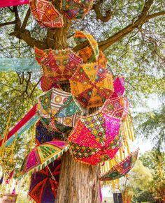 techos con sombrillas como hacerlo - Buscar con Google Umbrella Decorations, Diwali Decorations, Indian Wedding Decorations, Wedding Ceremony Decorations, Outdoor Decorations, Indian Weddings, Hall Decorations, Flower Decorations, Wedding Venues