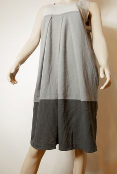 Vera Wang - Dress with short sleeves in trendy shades of gray. Dress consists of three horizontal stripes in different shades of gray color. The busts of three broad bookmarks