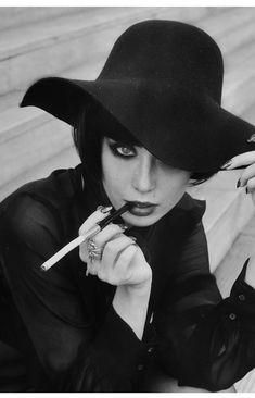 miss pandora / le parfum de la dame en noir