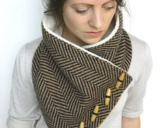 Tweed scarf, could work with scraps from my sewing projects or refashioning of second hand clothes