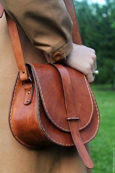 Handbag Buy and order Leather pumpkin handbag on Livemaster online shop. Shipped over Russia and the CIS. Suede Handbags, Purses And Handbags, Luxury Handbags, Leather Bags Handmade, Leather Craft, Fashion Handbags, Fashion Bags, Style Fashion, Crea Cuir