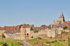 Photo du Monument Historique Vestiges de l'enceinte fortifiée situé à Falaise