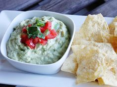 Ready in only 10 minutes, this go-to party dip is made with fresh avocados, El Paso Chunky salsa and plain Greek yogurt. Appetizer Dips, Yummy Appetizers, Appetizer Recipes, Snack Recipes, Party Recipes, Vanilla Protein Pancakes, Greek Yogurt Pancakes, Summer Recipes, Great Recipes