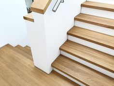 Treppe und Eingang und Fassade Good morning expensive ones, go straight to the breakfast desk. House Staircase, Staircase Design, Front Stairs, Stairway Decorating, Escalier Design, Modern Stairs, Painted Stairs, House Front, Stairways