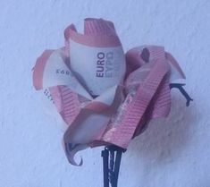 A money rose from five banknotes With this guide you can make your own … - Diy Origami Ideen Origami Star Box, Origami Love, Origami Fish, Origami Folding, Useful Origami, Origami Stars, Folding Money, Rose En Argent, Don D'argent