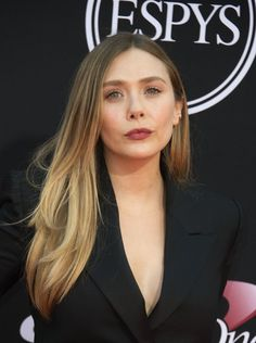 Actress Elizabeth Olsen attends the 25th ESPYS at the Microsoft Theater on July 12, 2017 in Los Angeles, California. / AFP PHOTO / VALERIE MACON