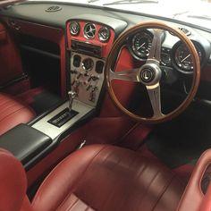 Series 1 Jensen Interceptor Car Interior Design, Truck Interior, Retro Cars, Vintage Cars, Jensen Interceptor, Just Beauty, Dashboards, Gto, Grey Leather