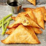 Bacon Cream Cheese Stuffed Wontons are spicy, crispy crowd-pleasing bites of bacony goodness! : Bacon Cream Cheese Stuffed Wontons are spicy, crispy crowd-pleasing bites of bacony goodness! Finger Food Appetizers, Yummy Appetizers, Appetizers For Party, Appetizer Recipes, Snack Recipes, Cooking Recipes, Snacks Für Party, Bacon Recipes, Cream Recipes