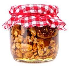 Takto naložené ořechy jsou zdravá pochoutka vhodná jen tak, na mlsání, nebo je lze přidávat do ovocných salátů či sladkých mléčných kaší ... Home Canning, Marmalade, Dog Food Recipes, Diy And Crafts, Spices, Christmas Gifts, Cereal, Homemade, Baking