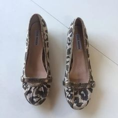 """Steve Madden leopard print flats shoes 10 This is a cute pair of flats by Steve Madden. They are made of a canvas like fabric with a beautiful leopard print. The trim is metallic brown leather like material. Size 10 M. The one toe is dented from storage but doesn't effect wear, it pops right back when tried on. I will store and ship them with paper to help it regain its shape. There are some water spots on the inside soles. There is also one stain on the inner left shoe, see photos.   10""""…"""