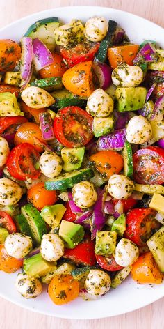 Avocado Salad with Tomatoes, Mozzarella, Cucumber, Red Onions, and Basil Pesto with lemon juice dinner for a crowd Classic Seven Layer Salad Comidas Fitness, Seven Layer Salad, Healthy Snacks, Healthy Eating, Clean Eating, Dinner Healthy, Healthy Gourmet, Healthy Grilling, Healthy Picnic Foods