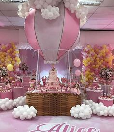 Unique Baby Shower Themes, Elegant Baby Shower, Girl Baby Shower Decorations, Baby Decor, Torta Baby Shower, Baby Boy Shower, Baby Shower Balloons, Baby Shower Parties, Care Bear Party