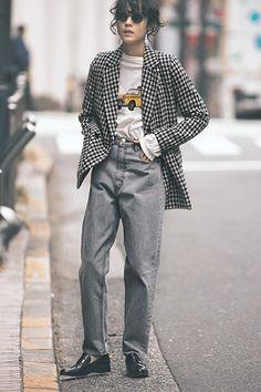 「デニムが似合う人」とは?|あなたのデニムをよりよく見せるために必要なこと | GISELe(ジゼル) | 主婦の友社「GISELe」オフィシャルサイト Modell Street-style, Mein Style, Daily Fashion, Fashion Check, Over The Top, Winter Mode, Casual Fall Outfits, Facon, Mode Inspiration
