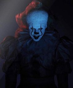 Movie: It Chapter Two Movie: It Chapter Two 27 years after overcoming the malevolent supernatural entity Pennywise, the former members of the Losers Club, who have grown up and moved away from Derry, are brought back together by a devastating phone call. Clown Pennywise, Pennywise The Dancing Clown, Clown Horror, Arte Horror, It Movie 2017 Cast, Movie Tv, Bill Skarsgard Pennywise, Le Clown, Film Streaming Vf