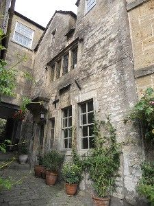 Bradford on Avon is one of Wiltshire's best places for wandering down mysterious alleys to see what's there. You find some lead to hidden courtyards and gardens, others right into someone's house.