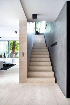 Schody betonowe wykończone drewnem