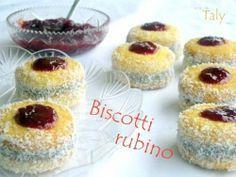 """Biscotti """"rubino"""" con farcia alle noci"""