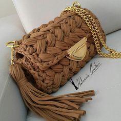 This Pin was discovered by Gül Crotchet Bags, Knitted Bags, Crochet Handbags, Crochet Purses, Yarn Bag, Bag Pattern Free, Macrame Bag, Handmade Bags, Lace