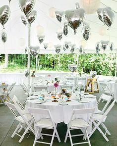 Bodas decoradas con globos en forma de corazón | Estos globos o sólo sirven para presente del día de los enamorados si no que también pueden decorar las mesas de los invitados.