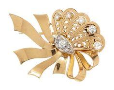BROSJE  Gult og hvitt gull. 18 K. Fattet med fem graderte brillianter på tilsammen 0,73 ct.  En old-cut brillianter 0,35 ct. Omkranset av seks roseslipte diamanter.  Totalvekt. 19 g. Antatt kvalitet: Wesselton VVS, Wesselton VS  HØYDE 4 BREDDE 5,5 Brooch, Jewelry, Fashion, Diamond, Moda, Jewlery, Jewerly, Fashion Styles, Brooches