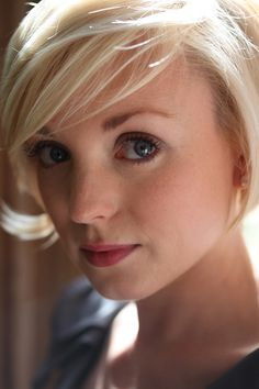 Helen George. I love her hair!