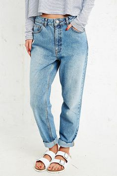 BDG Mom Jeans on Urban Outfitters   #UrbanOutfitters #Jeans #Sandales  Les…