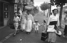 Korean refugees during the retreat south of US and Korean troops following the crossing of the 38th Parallel by the North Koreans, 1950. (Photo by Haywood Magee)