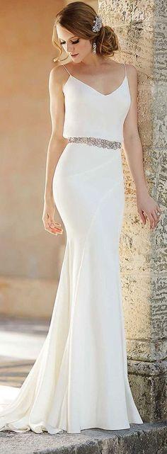Elegant Slimming Wedding Gown #dream #wedding #inspiration
