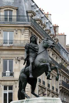 Place des Victoires, Louis XIV statue, Paris 1er _
