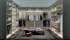 Vamos combinar que um closet organizado e espaçoso tem seu lugar. Pergunte a qualquer profissional: nove entre 10 projetos de qualidade incluem um belo, confortável e planejado closet.E, claro, são as mulheres as clientes mais exigentes e detalhistas quando se trata de eleger os espaços e os detalhes nesta área da casa. Não  é para menos:  elas são,em geral, muito mais vaidosas, e costumam colecionar  mais itens do guarda-roupa do que os homens.