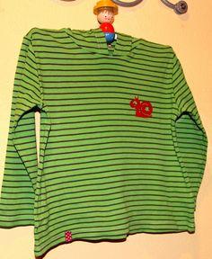 schnipp schnapp kragen ab: fleckiges T-Shirt aufgehübscht