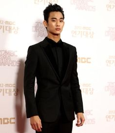 ★Gorgeous Kim Soo Hyun★ at a photo wall.