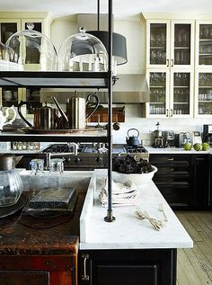 The kind of dream kitchen where weekend feasts are prepared and friends happily linger for hours. ✨ Tap the link in our bio to shop everything you need for the kitchen of YOUR dreams!✨[Design by 📷:: Frank Tribble] Kitchen And Bath, New Kitchen, Kitchen Dining, Kitchen Decor, Antique Kitchen Cabinets, Kitchen Shelves, Kitchen Furniture, Layout Design, Classic Kitchen