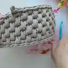 Aprenda Crochê de Forma Simples e Prática - - Crochet Basket Tutorial, Crochet Basket Pattern, Crochet Stitches Patterns, Crochet Designs, Knitting Patterns, Knitting Ideas, Crochet Bowl, Crochet Hooks, Crochet Handbags