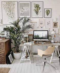 Home Office , Work in progress: 14 noteworthy study nooks & home offices Cozy Home Office, Home Office Setup, Home Office Organization, Home Office Space, Office Wall Decor, Office Walls, Home Office Design, Bedroom With Office, Living Room And Bedroom In One