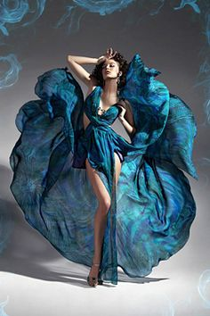 Read More About Turquoise dress for prom 2010 Turquoise Dress, Shades Of Turquoise, Teal Blue, Blue Green, Foto Fashion, High Fashion, Woman Fashion, Style Fashion, Fashion Trends