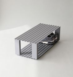 Yenwen Tseng | shoes tray with concave spacing to gather sand