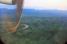 Avion aterrizando en el aeropuerto de Luang Prabang