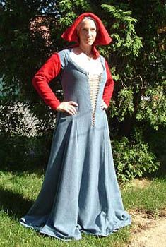 Several pages w/tutorials on different ways of making a kirtle.