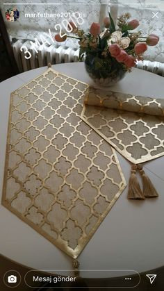 Diy Crafts Hacks, Diy Crafts For Gifts, Decoraciones Ramadan, Medieval Pattern, Arabic Decor, Ramadan Decorations, Leather Art, Wedding Arrangements, Bargello