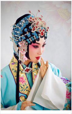 Chinese Opera posted by Sifu Derek Frearson Geisha, Dancer Drawing, Opera Mask, Chinese Opera, Dragon Dance, Chinese Embroidery, China Art, Traditional Fashion, Chinese Culture