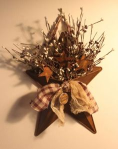 Primitive Barn Star Pocket With Pip Berries