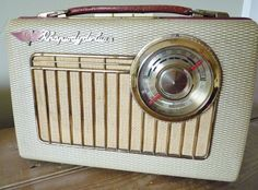 Rhapsody Deluxe Transistor Radio restored and modified by Wayne's Radios with FM and iPhone/MP3 input.  Now in its new home in Northern Ireland.