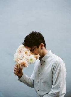 Loving this set of photos Parker Fitzgerald shot for Kinfolk. Flowers have never looked so edible. Ice Cream Flower, Cream Flowers, Magazine Kinfolk, Tumbrl Boy, Parker Fitzgerald, Sublime Creature, Kinfolk Style, Food Photography Styling, Male Photography