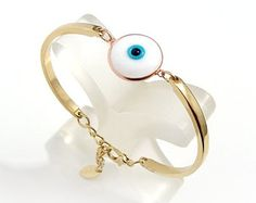 I LOVE THIS ONE!    ♥ Keep your style looking timeless with this Geometric Evil Eye Hamsa bracelet. This gold tone Evil Eye Hamsa bracelet features an Evil Eye, 2 Tiny Hamsa Charms and 1 Tiny Round Evil Eye Charm.    ♥ The Geometric bracelet arrives in a white gift box, that makes this Evil Eye Hamsa bracelet the perfect gift for your loved one!    ¨¨¨°º©©º°¨¨¨¨°º©©º°¨¨¨¨¨°º©©º°¨¨¨¨°º©©º°¨°º©©º°¨¨¨¨¨¨°º©©º°¨¨¨¨    ● Handmade with love and attention to detail    ● Colour: Gold (The gold color…
